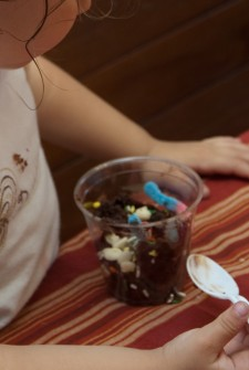 Edible Dirt Pudding: Preschool Party Idea