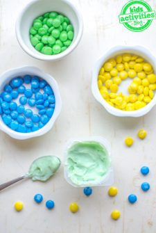 Easy St Patricks Day Snack {Mixing Yellow and Blue}