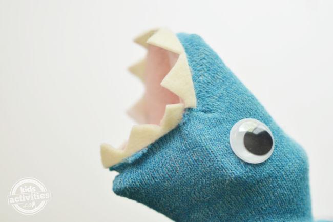La grande révélation du jouet marionnette requin