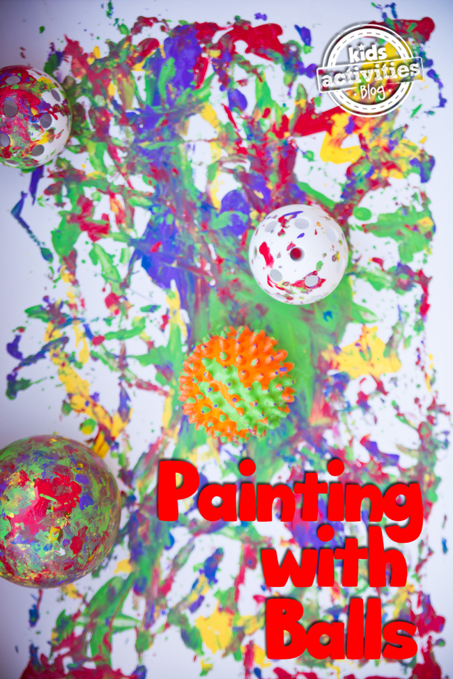 Peinture avec des balles - projet d'art de balle pour les tout-petits d'âge préscolaire et les enfants de tous âges - peinture colorée avec plusieurs balles