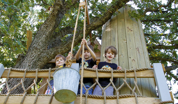 tree house pulley bucket