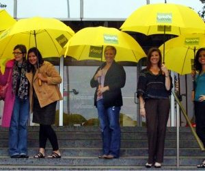 dallas park lane moms with yellow umbrellas