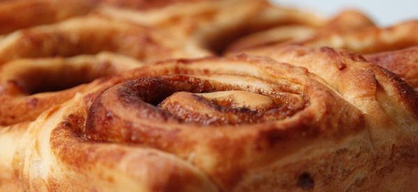 cinnamon buns ooey gooey cinnamon buns maple glazed cinnamon buns ...