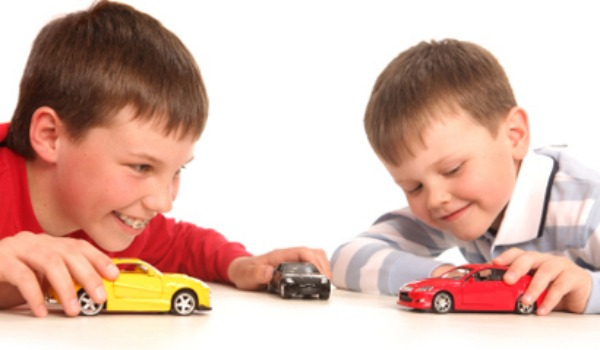 boys playing with cars 600x350