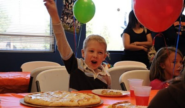 boy at pizza party 600x35