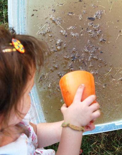kids making mud