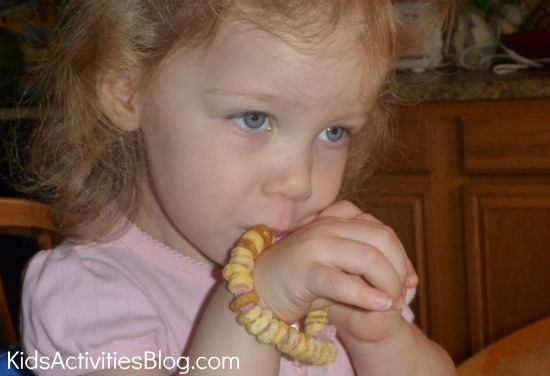 girl eating cheerios bracelet