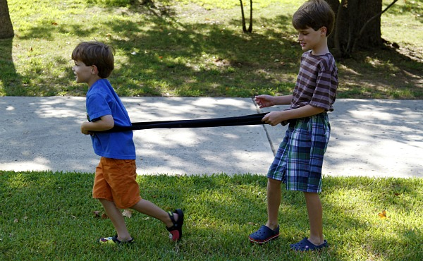Team building activities for kids - boys in the same direction