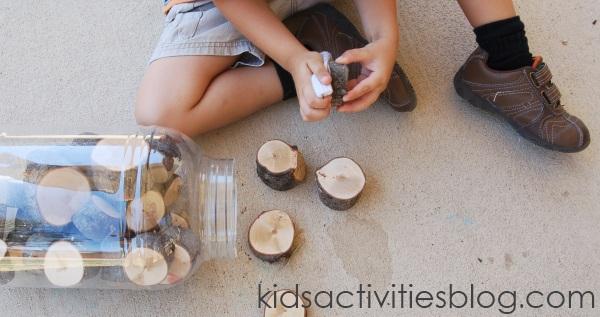 préparation des blocs d'arbres en bois