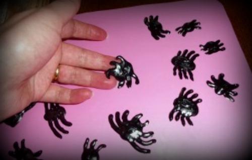 gel cling spiders