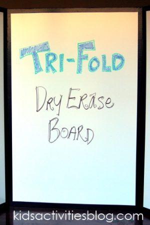 Tri-fold white board
