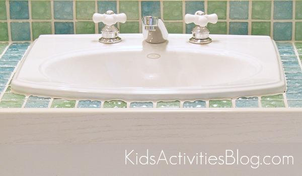 Vintage kid bathroom sink with bubble tile