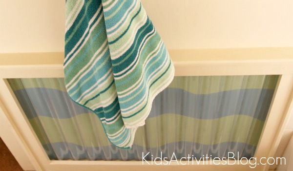 kid bathroom wavy wall with towel