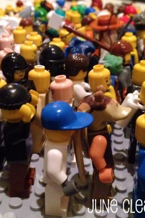 lego minifigure crowd