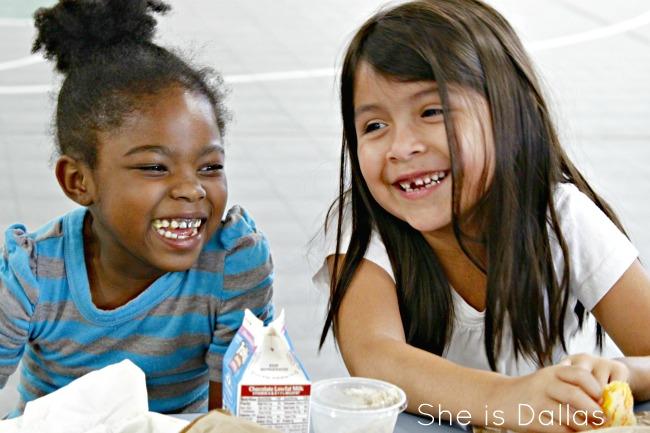Dallas girls eating lunch