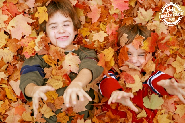 fall bucket list - 50 activities to do with your kids this autumn