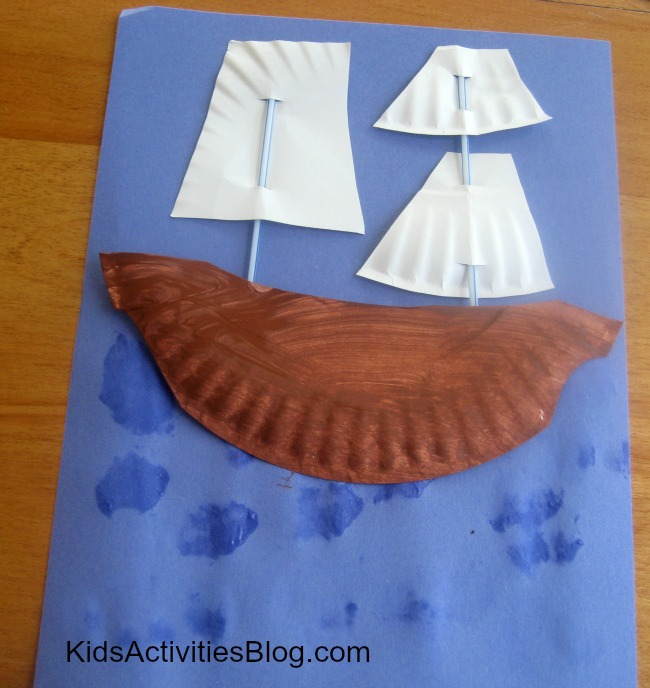 40 Thanksgiving Activities for 5 Year Olds- A paper plate craft so kids can make the Mayflower.