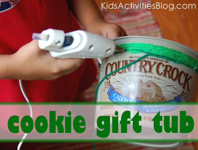 DIY cookie gift tub - made from a margarine container.  Perfect homemade gift this Christmas