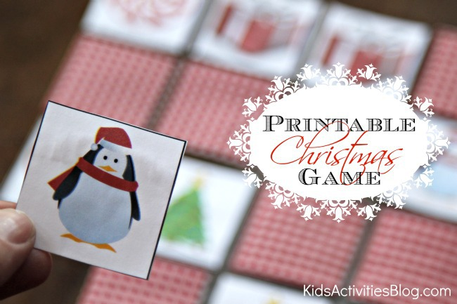 Jeu de Noël à imprimer avec des cartes de Noël avec un pingouin dans un chapeau et un sapin de Noël.