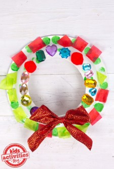 Christmas Craft for Kids: Make a Wreath