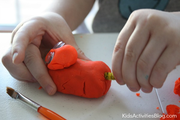 Now we can begin crafting our playdough animals by creating a head and body. We can also add googly eyes, paint it with a paintbrush, and add a pipe cleaner tail!