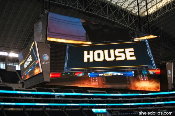Cowboys Stadium Display board sid