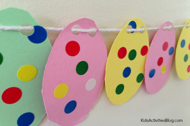 Countdown to Easter with this Easter craft for kids! Make a garland of Easter eggs!