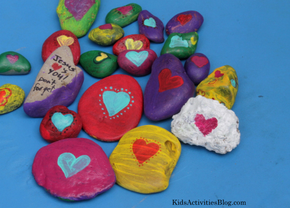 Kids can send a love message for Valentine's Day with these cute heart stones.