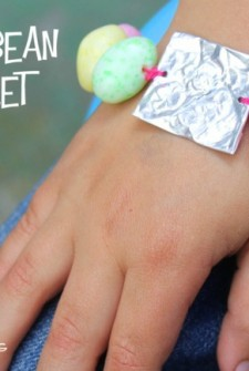 Easter Craft for Kids: Make a bracelet with jelly beans!
