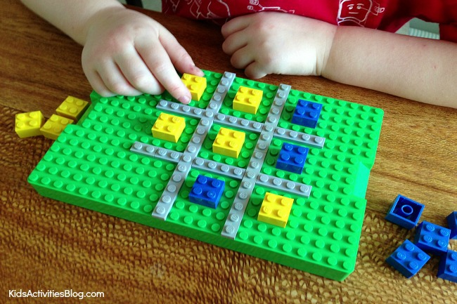 Lego Tic Tac Toe game {Make a LEGO Game}