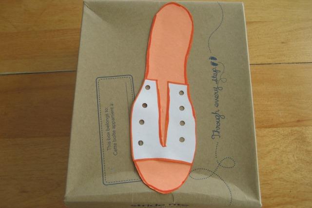 kab_shoe_tying_shoe_box