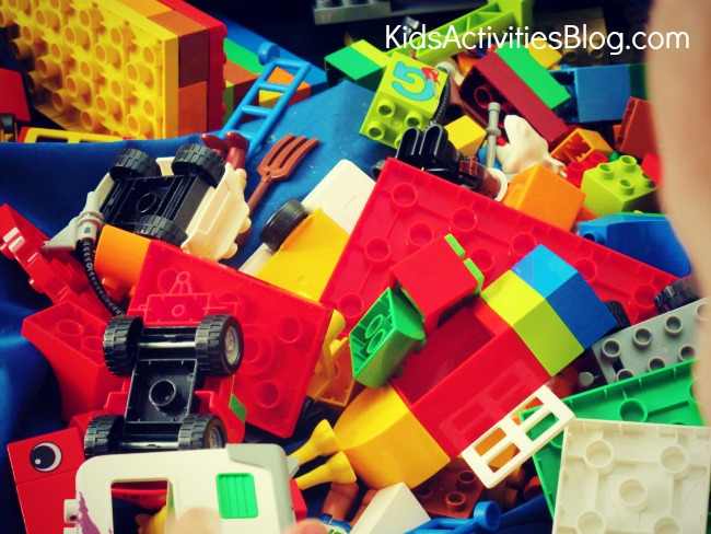 how to make a labyrinth for kids {the Greek Labyrinth LEGO Activities}
