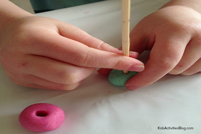 Make a bracelet with kids using salt dough {DIY bracelet}