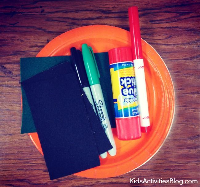 Kids can make a pumpkin life cycle science craft