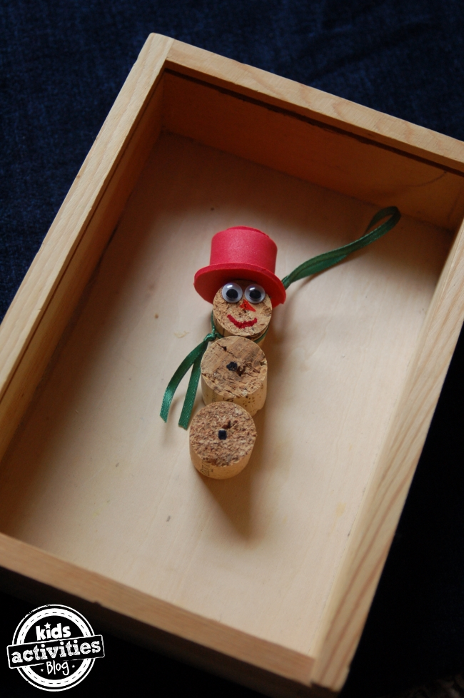 These ornaments are super easy for kids to make - using corks