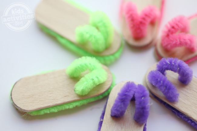 Craft Stick Flip Flop Pairs - Kids Activities Blog