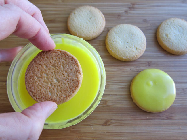 Dip Cookies In Lemon Frosting