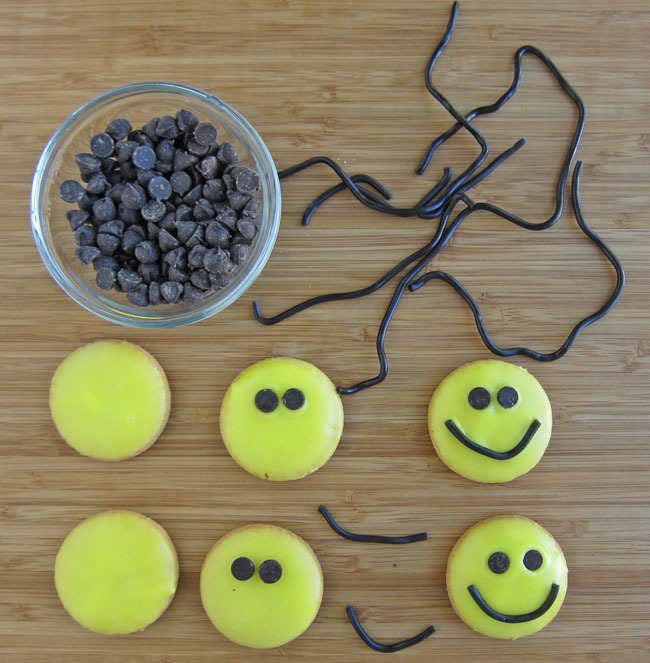 Super Simple Smiley Face Cookies