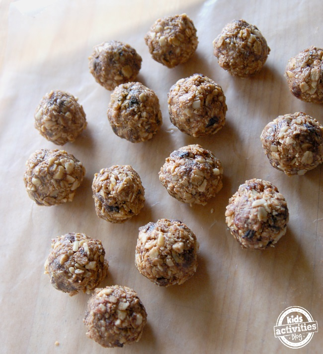 No Bake Breakfast Balls | 13 Back To School Breakfast Recipes For Kids | Homemade Recipes