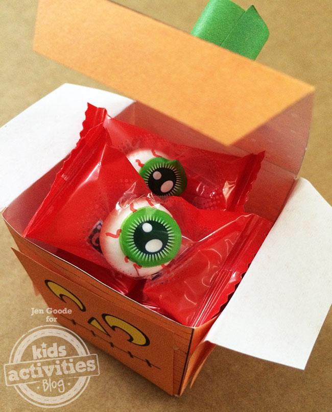 Jack-o-lantern treat box