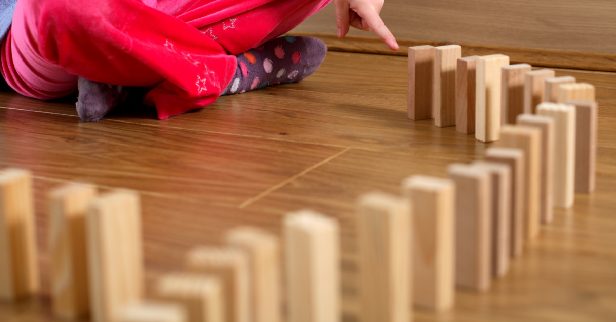 Human Dominoes Topple Over One By One! [Video]