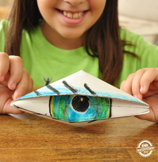 make an eye out of origami that actually blinks