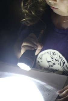 {Quick & Easy} Flashlight Scavenger Hunt