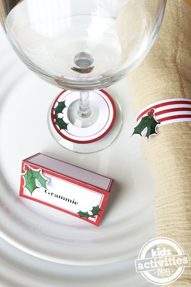 Christmas Holly Place Setting - free printable