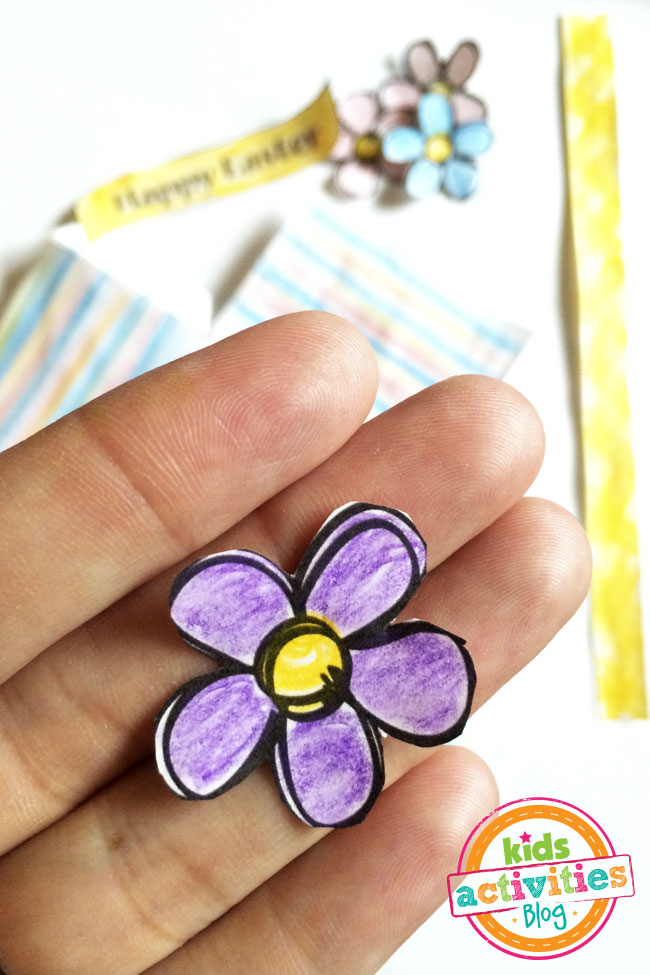 Add cute little flowers to decorate your basket