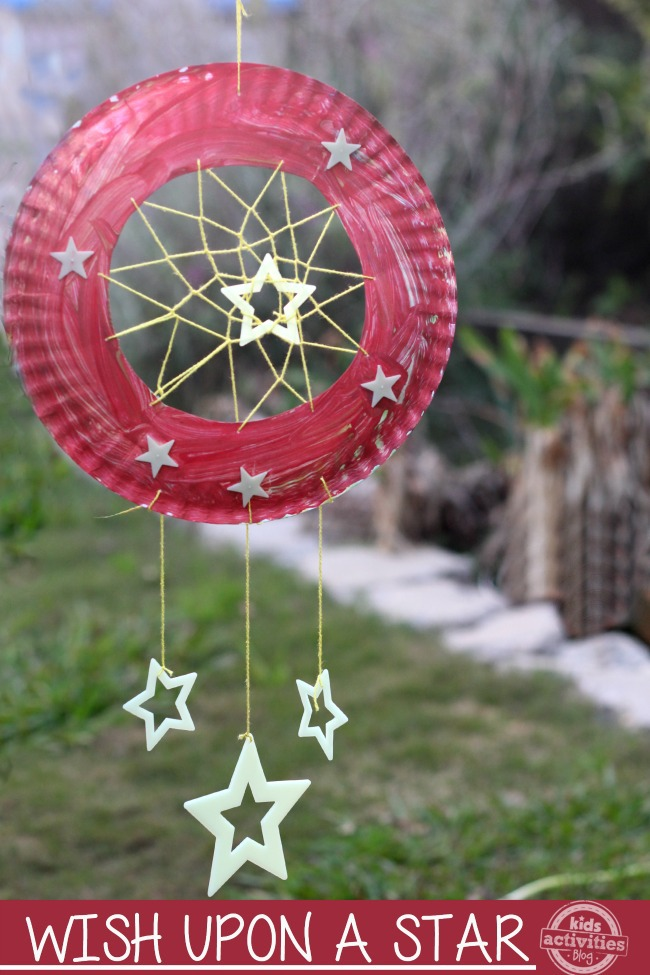 {Glowing} Dream Catcher Paper Plate Craft