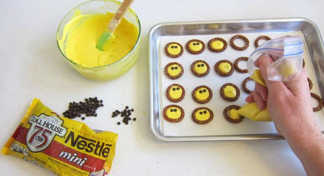 how to make smiley face pretzels
