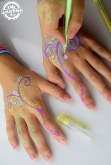 Henna Hands – With Gel Pens