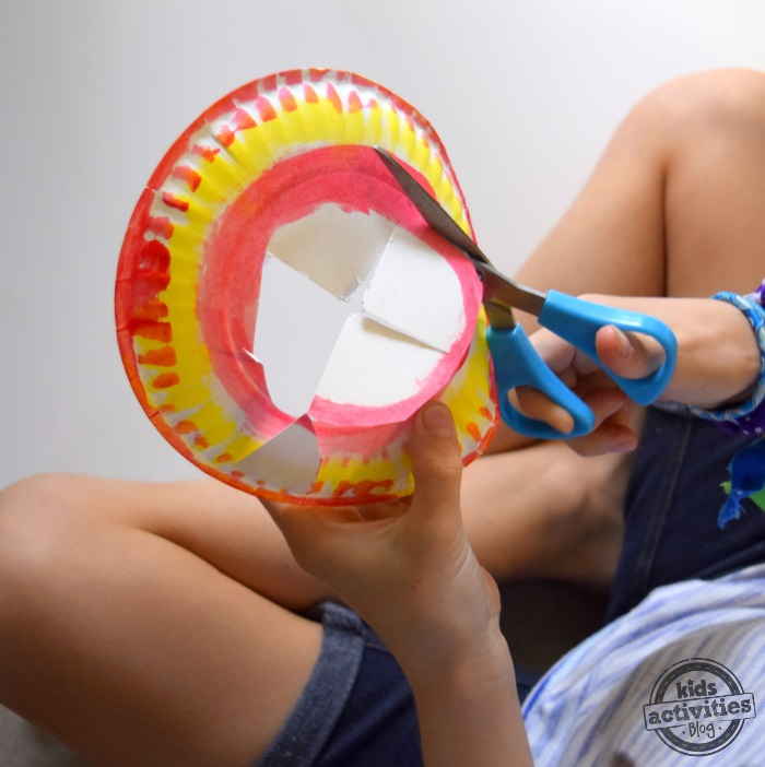 How to make paper plate frisbee