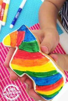 Edible Crafts – Coloring Cookies